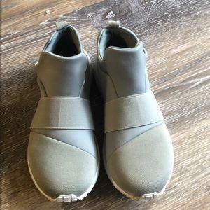 Gray Steve Madden Women's Pull on Sneaker